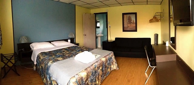 Motel Spring; Double Bed and Couch